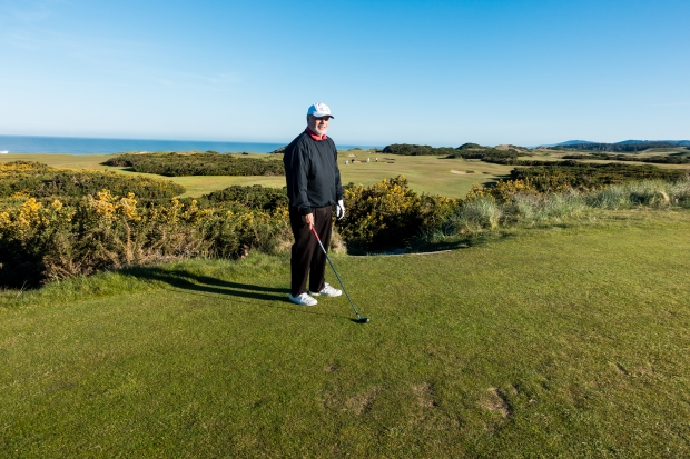 Pacific Dunes: Tee at the par-5 Third Hole